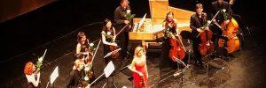 """Fotografía del Sara Ferrández forma parte del Ensemble """"Mutter Virtuosi"""" en esta fotografía la vemos con la prestigiosa solista Anne-Sophie Mutter."""